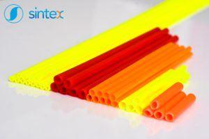 Patyczki plastikowe o różnych długościach i kolorach