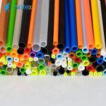 Różnokolorowe rurki plastikowe